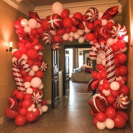 Разнокалиберная арка из шаров на новый год