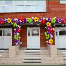Арка из шаров с цветочками