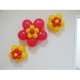 Цветочки из шариков на стены.