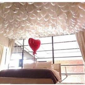 100 шаров под потолок + шарик сердце