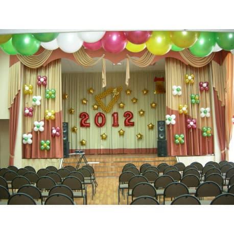Украшение шарами на выпускной в школе