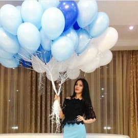 Облако шаров (белый, голубой, синий)