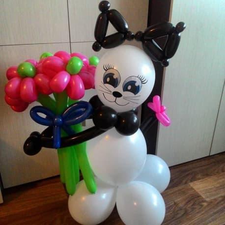 """""""Котейка с цветами"""" из воздушных шаров"""
