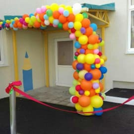 Разнокалиберная арка из шариков на вход