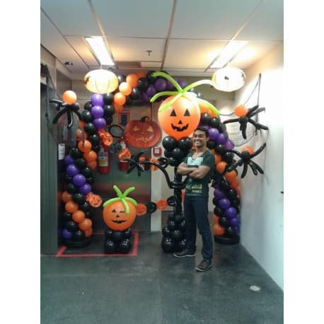 Фотозона из шаров с тыквами на Хэллоуин