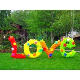 """Надпись """"Love"""" маленькими цветными шариками"""