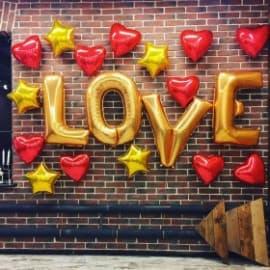 """Надпись из шариков """"Love"""" с сердечками"""