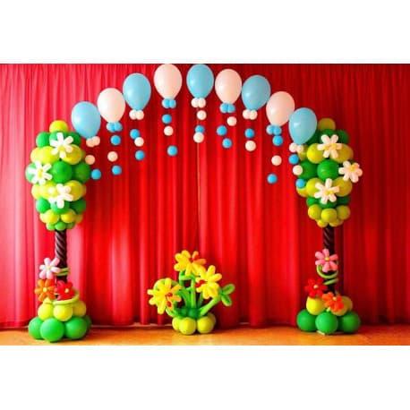 Оформление шариками сцены детского садика