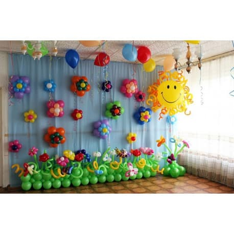 Украшение шариками сцены в детском садике